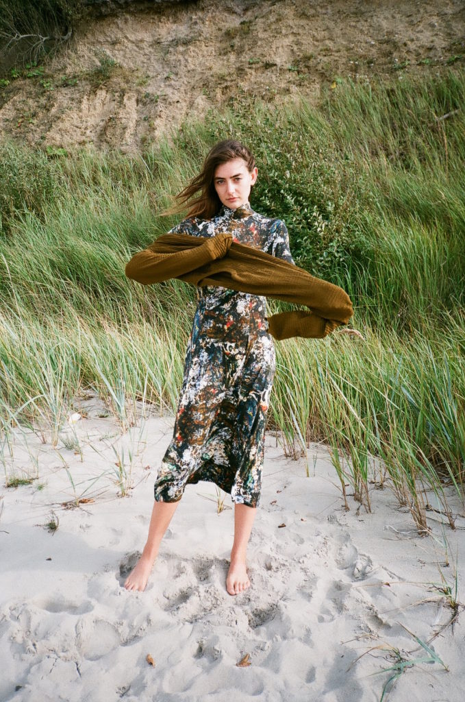 _helicopter_green_dress_pullover_ocean_01